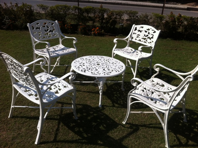 GARDEN CHAIR SET AT FORMUL